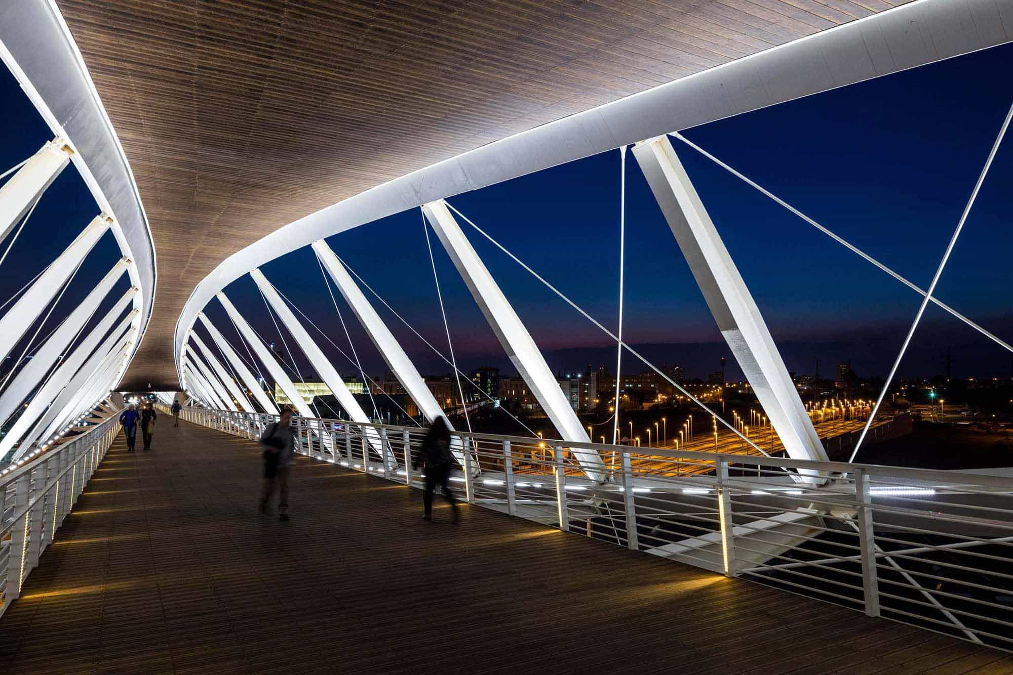 Bowstring trusses, bridges and timber structures